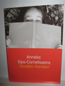 """Het boek """"Gouden Handen"""" van Anneke Cornelissens is een boek dat eigenlijk in geen enkel huishouden zou mogen ontbreken."""