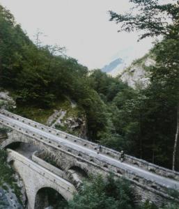 Dubbele brug in het Linthal dat in het verlengde van het Schächental ligt, ons plekje dicht bij de Vierwaldstättersee.