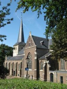 De mooie kerk van Stein heeft een toren uit de 14e eeuw.