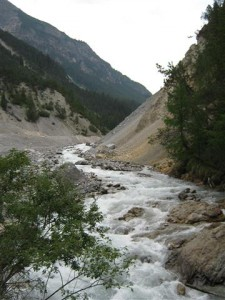 De beek in Val Tuors, een zij dal van de Albulapas.