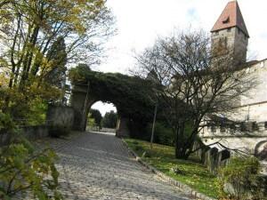 Bad Staffelstein en de omgeving. Zicht op de burcht van Coburg vanaf de borstwering.