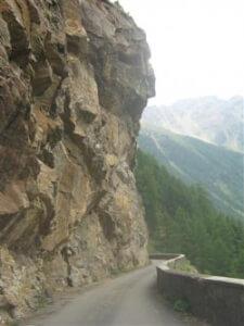 De weg naar Malga Mare, een berghut in een dal in de buurt van het Val di Non is erg smal en voorzichtig rijden is geboden. Het is echter wel een belevenis.