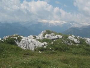 Een fantastisch uitzicht op de bergwereld rondom, maar ons Val di Non kunnen we van hieruit niet ontdekken.