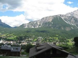 Wandelen in de bergen van de Dolomieten is niet alleen een fantastische ervaring, maar ook heel gezond.